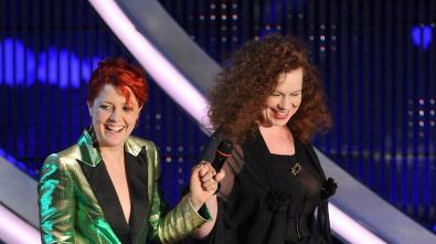 Sanremo 2012 - NOEMI - SARAH JANE MORRIS - AMARSI UN PO' * TO FEEL IN LOVE
