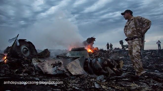 Cận cảnh máy bay Malaysia MH17 bị rơi vì tên lửa bắn 1