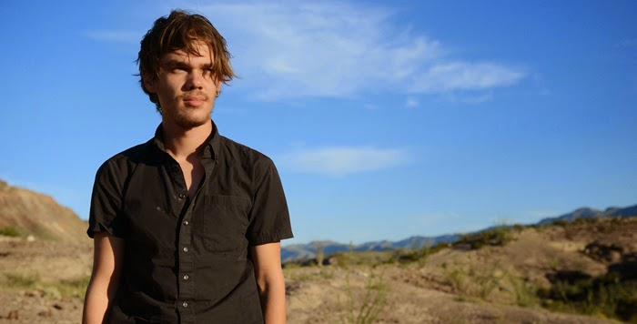 http://www.intothescreen.com/2014/09/boyhood-de-richard-linklater-2014.html