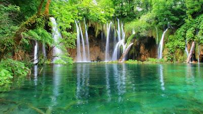 Gambar Pemandangan Indah danau