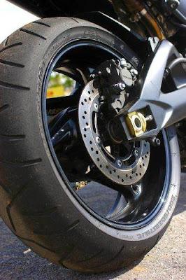 moto potente Suzuki B-King