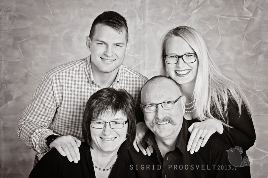 family-group-portrait-photostudio-tallinn