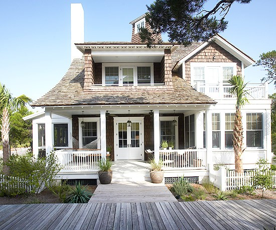 Coastal style rustic charm hamptons style for Craftsman beach house