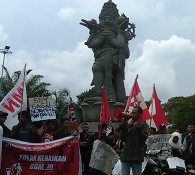 Mahasiswa Bali Gelar Panggung Demokrasi Tolak Kenaikan Harga BBM