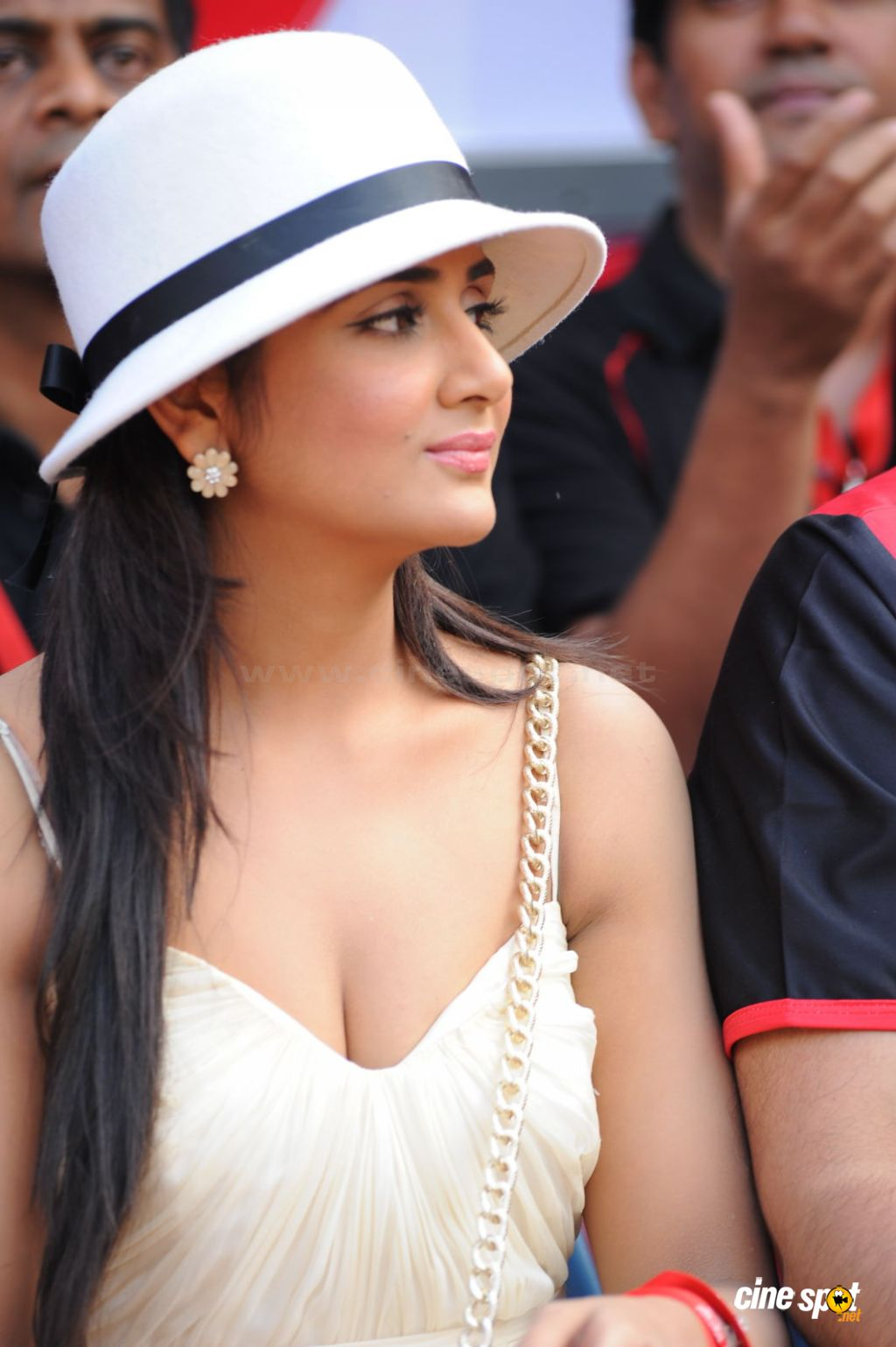 Parul Yadav CCL1 - Parul Yadav Hot Pics from CCL