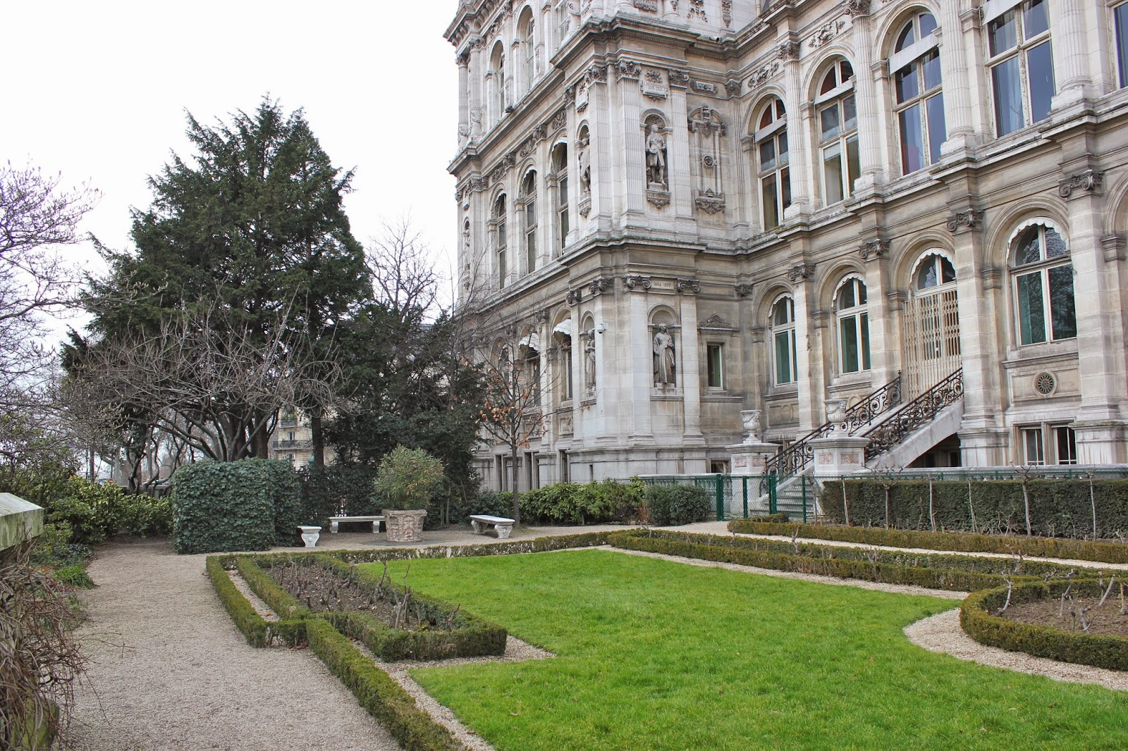 Esther paris jardin de l 39 h tel de ville for Jardin paris