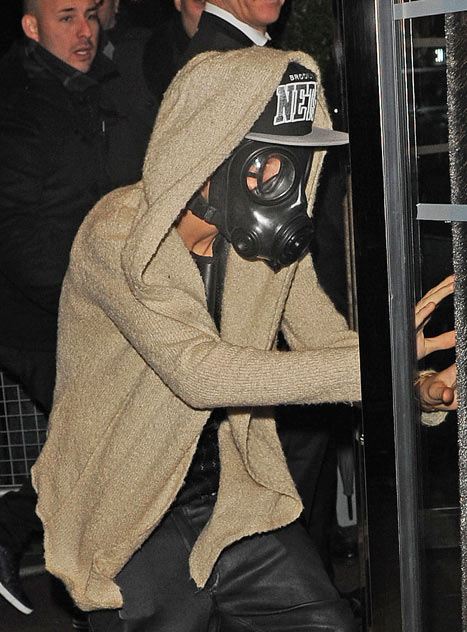Justin Bieber's London Gas Mask, A disguise