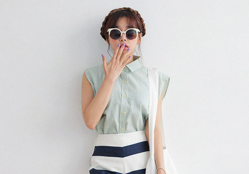 Fine Striped Sleeveless Shirt