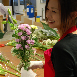 exporting flowers to japan According to a report of the apeda, the total area under flower crops was estimated around 34,000 hectares, which included 24,000 hectares under traditional flowers such as marigold, jasmine, aster, rose, chrysanthemum, tuberose and 10,000 hectares under modern flowers like cornation, rose, gerbera, gladiolus, anthurium.