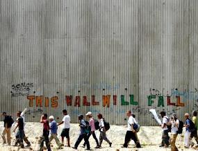 قريبا سنهدم الجدار فسلطين وطن واحد