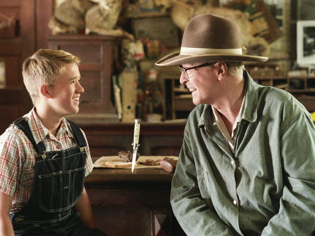 second hand lions Secondhand lions plugged in rating in the humorous drama secondhand lions, two eccentric old brothers in rural, 1950s texas keep sacks of money hidden in their ramshackle barn.