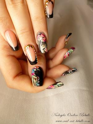 Nail art - Noir tissu de fleurs multicolores !
