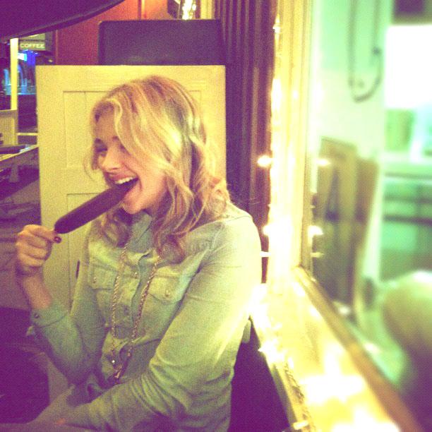 http://2.bp.blogspot.com/-oe-HS08fnCU/ULpvDgyraUI/AAAAAAABK10/CfXX_EmUBv4/s640/Chloe_Moretz-527.jpg
