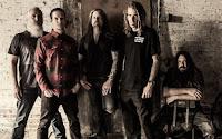"""Band metal Amerika? Bukannya musik metal itu berasal dari Inggris? Memang, boleh jadi heavy metal itu aslinya dari Inggris. Namun popularitas dan pengaruhnya sudah merambah ke penjuru dunia. Di Amerika sendiri, band-band dengan aliran ini memiliki peran penting tersendiri. Hal itu bisa terlihat mulai dari tahun 80-an. Beberapa band metal asal Amerika pun bermunculan. Sebagian bahkan bisa merangkul banyak fans dari seluruh dunia. Dengan demikian, secara otomatis karya mereka bisa menjangkau lebih banyak massa. Berikut ini kami rangkum 5 band beraliran metal yang terbaik dan sangat popular. Jom 1. Lamb of God    Band yang satu ini sempat mengunjungi Indonesia di awal Maret tahun 2009 kemarin. Konsernya sukses sekali. Awalnya Randy Blythe dkk menamai band dengan """"Burn the Priest"""". Nama tersebut sekaligus jadi judul untuk album debut mereka, karenanya semua sepakat untuk mengganti sebutan menjadi """"Lamb of God"""".   2. Death    Grup musik yang digadang-gadang sebagai pelopor aliran death metal. Adalah Chuck Schuldiner, yang menjadi gitaris sekaligus vokalis utama yang mendirikannya. Namanya simpel, Death, namun pengaruhnya tidaklah sederhana. Sang pendiri sudah meninggal di tahun 2001 akibat kanker otak. Kendati demikian, Death masih memiliki banyak penggemar setia."""