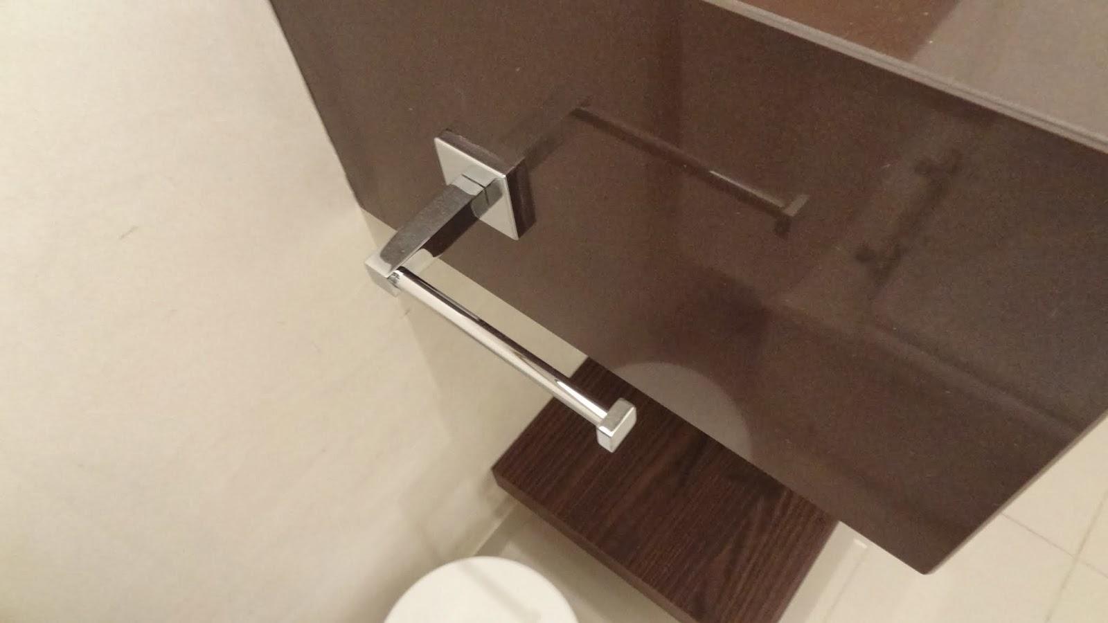 ao acabamento: Lavabo Social e Banheiro da Suíte Casal Reta final #886C43 1600x900 Acessorios Banheiro Perflex
