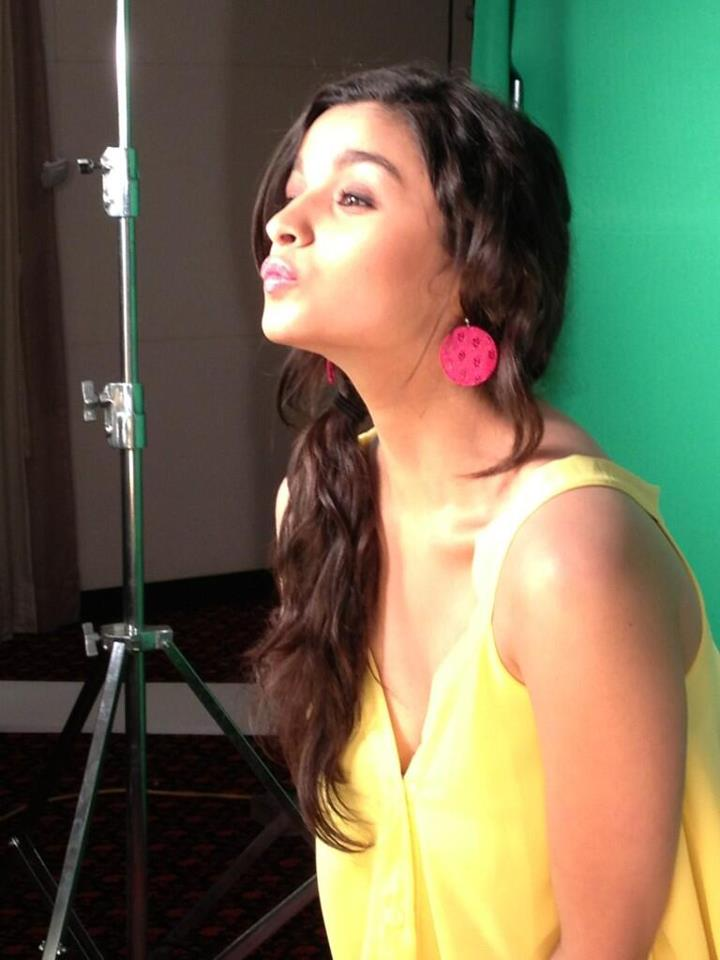 http://2.bp.blogspot.com/-oeRQuHWjdno/UXKN957ShBI/AAAAAAABZIs/oK-LidyvYsE/s1600/May+belline+India+(5).jpg