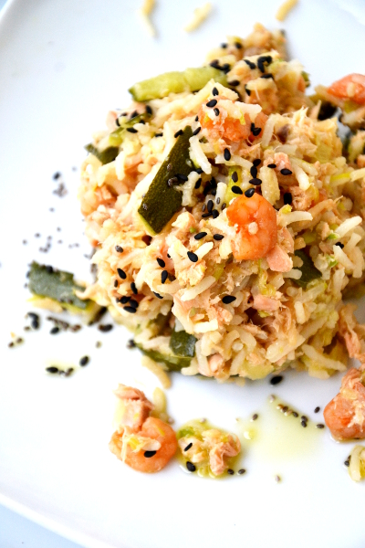 basmati al salmone, zucchine e sesamo nero