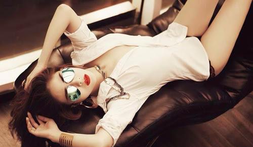 DJ July Trần đầy quyến rũ với bộ ảnh nội y nóng bỏng