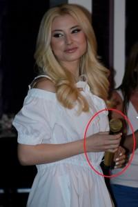 Делян Пеевски подари златен микрофон на Цвети Янева!