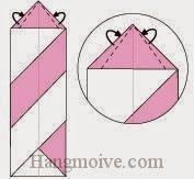 Bước 7: Gấp chéo hai cạnh giấy về phía mặt đằng sau.