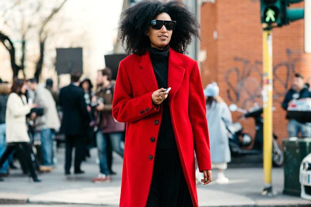 Para ir a lo oficina ¿qué me pongo? Base en negro y abrigo rojo