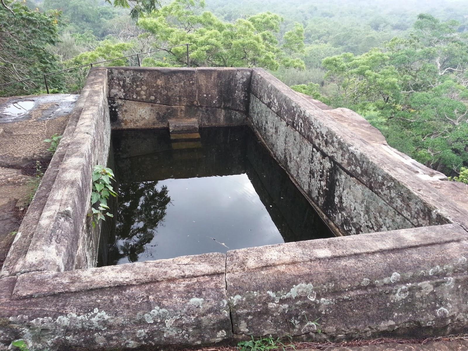 Каменный бассейн целиком вырезан гранитной скале, машинная обработка камня, загадки древних цивилизаций
