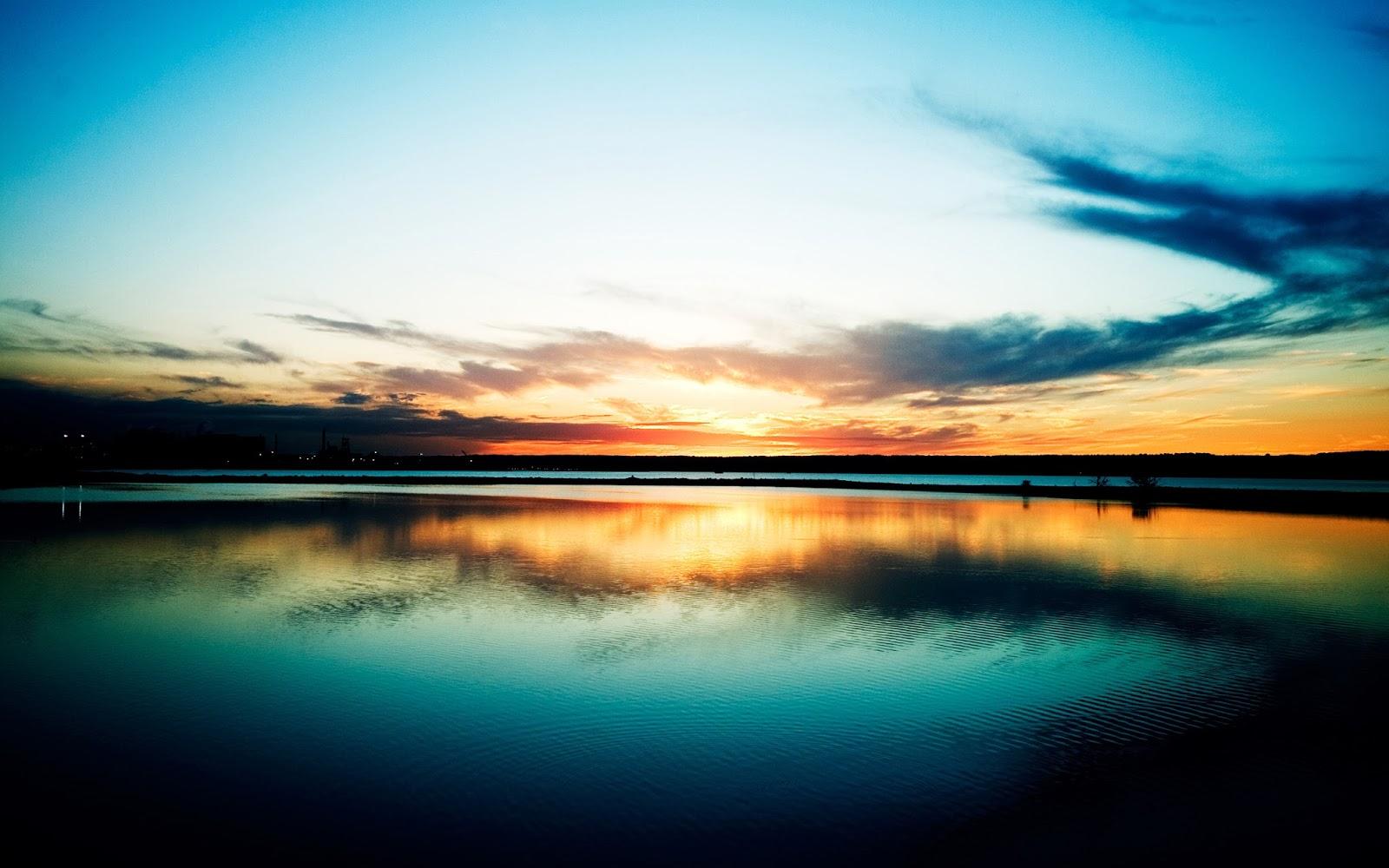 """<img src=""""http://2.bp.blogspot.com/-oetlnoVRXnk/Ut7Wer4l88I/AAAAAAAAJsY/Nbc0NMteU4U/s1600/harbour-sunset.jpg"""" alt=""""harbour sunset"""" />"""