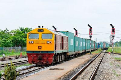 Tren de carga en Chachoengsao, Tailandia. - Old Railway