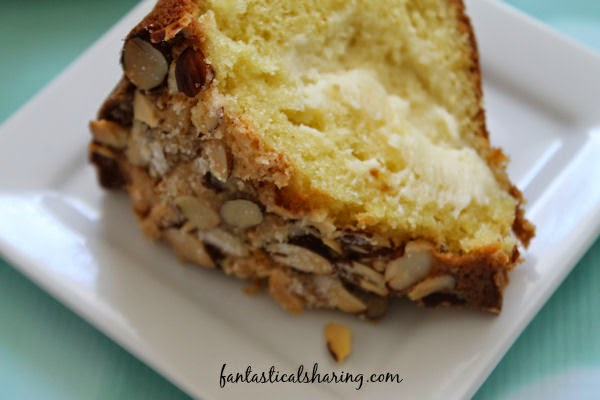Cream Cheese Coffee Cake | A perfect addition to any Sunday morning brunch with family and friends #recipe