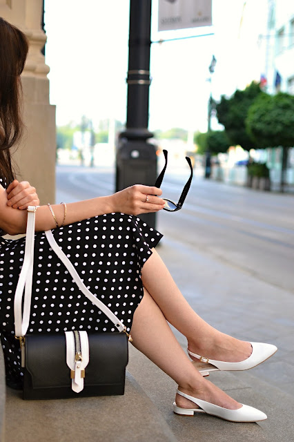 BLACK AND WHITE_Katharine-fashion is beautiful_Katarína Jakubčová_Polka dots_Fashion blogger