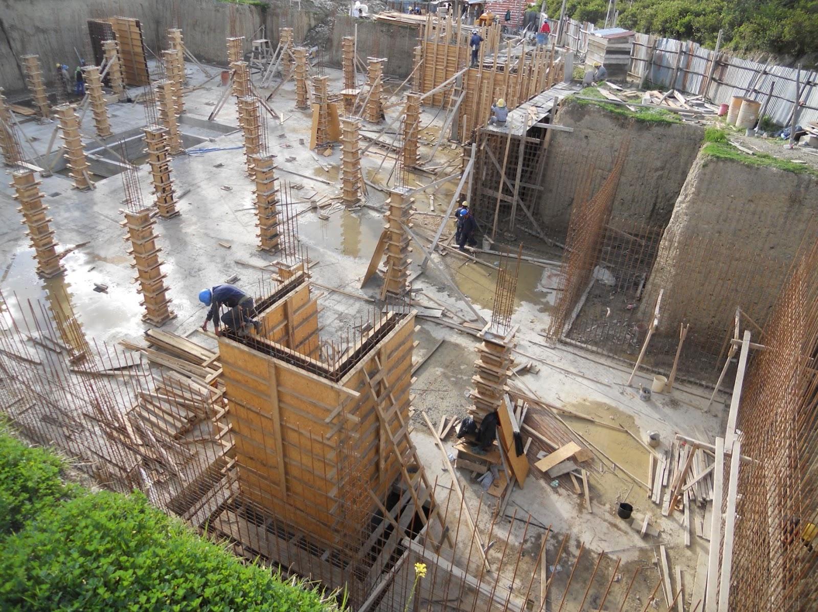 Encofrado de madera columnas rectangulares para edificio