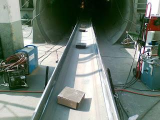 Bricking machine hydraulic conveyor