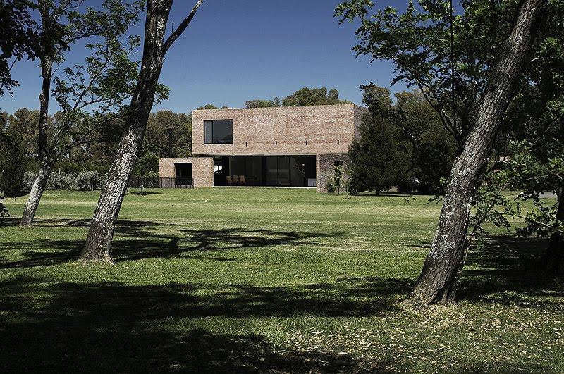 Arquitectura en ladrillo visto casa unifamiliar de for Casa de campo arquitectura