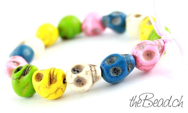Buntes Perlenarmband Totenköpfe Skulls
