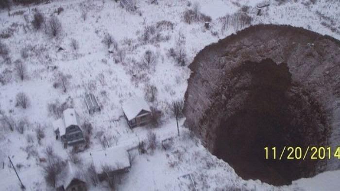 'Lobang Neraka' Mendadak Muncul di Kota Mati Rusia