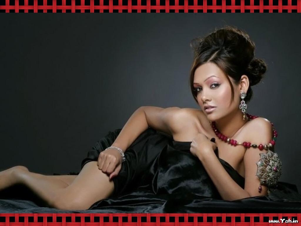 http://2.bp.blogspot.com/-ogWnc5X-tsI/T5-Q-N6-qGI/AAAAAAAAIZA/sIw64t2AebM/s1600/Esha-Gupta-Hot-Pictures-Jannat-2-4.jpg