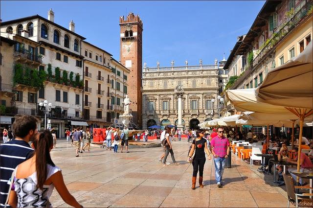 Piazza delle Erbe en Verona, Italia