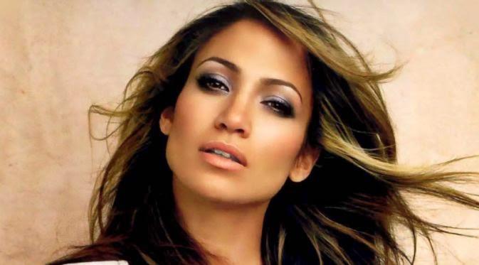Foto Seksi Jennifer Lopez dengan David Gandy dalam Lagu First Love