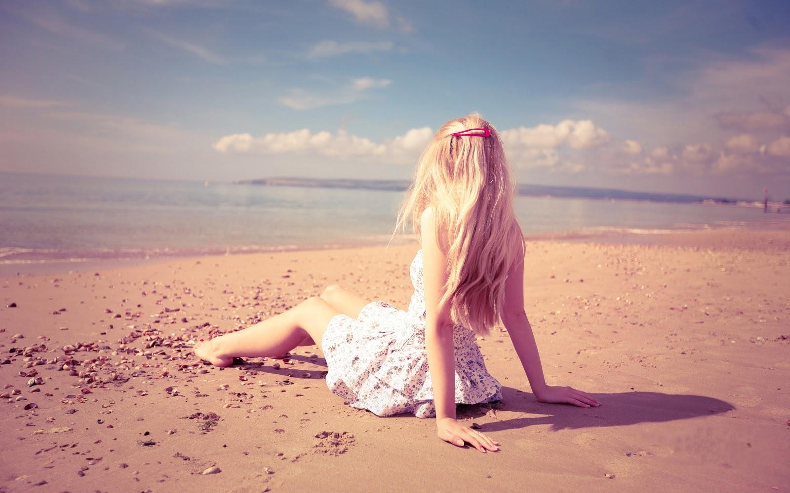 http://2.bp.blogspot.com/-oh612PA6wg8/UHqVKHIhI0I/AAAAAAAAA-Y/JSNB7agu14E/s1600/Blonde+Girl+Sand+Beach+Photo+HD+Wallpaper+-+LoveWallpapers4u.Blogspot.Com.jpg