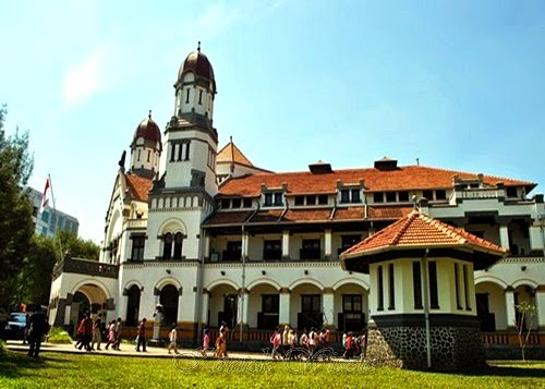 the outside of the building Lawang Sewu Semarang