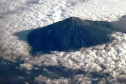 Apakah Jika Gunung Slamet Meletus Pulau Jawa Terbelah?