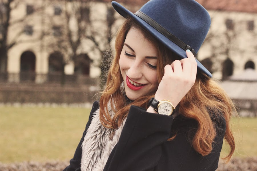 how to style navy fedora hat