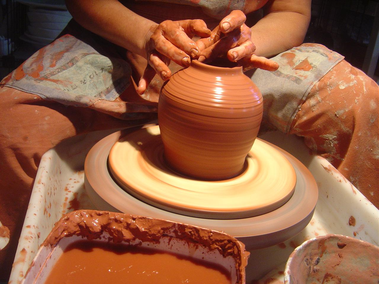 Cer mica art stica de alta temperatura modelagem em torno for Ceramica para modelar