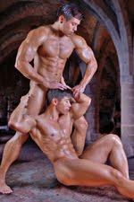 2 Nude Guys