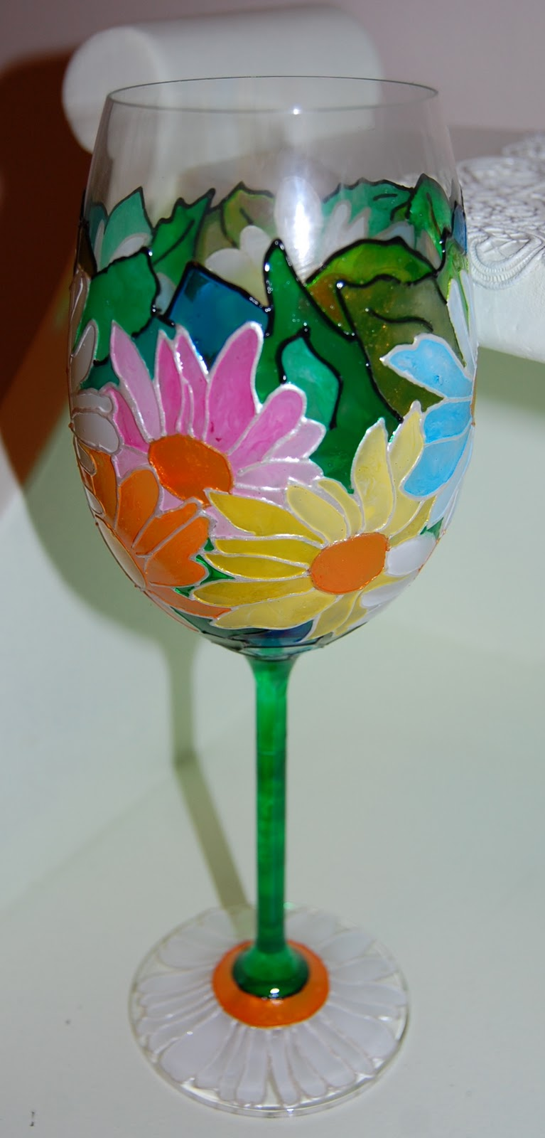 My art glass world wine glass 2 daisies for How to paint a wine glass with acrylics