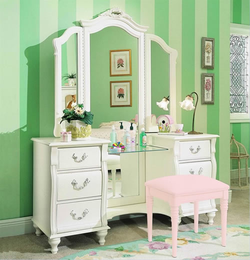 red lip gloss i 39 m dreaming of vanity tables