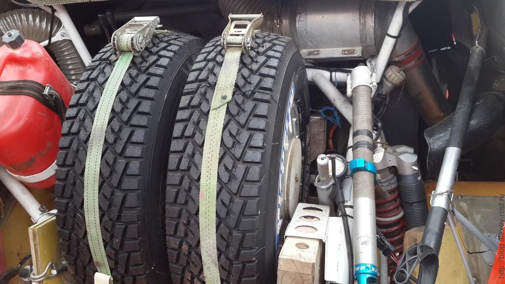 Содержимое багажника раллийной машины