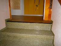 Betontreppe renovieren - Treppenaustritt vor der Renovierung