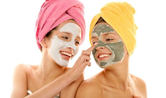 La depuración de la persona por la sosa y la crema para el afeitado