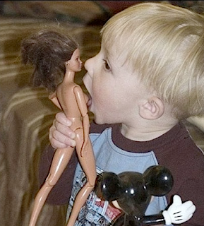 funny picture: child licks breast of a pop